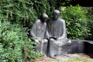 Meister_Eckhart_(Skulptur)_2012